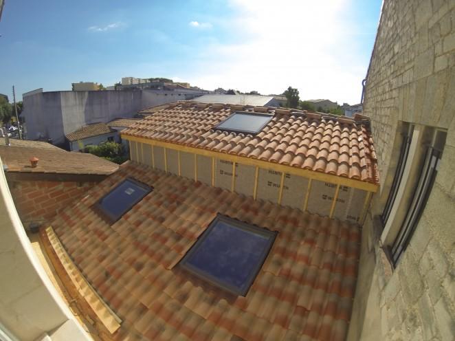 tuiles effet traditionnel et fenetre de toit